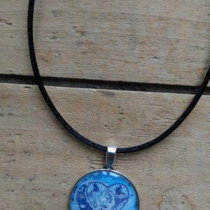 Collier médaille coeur bleu