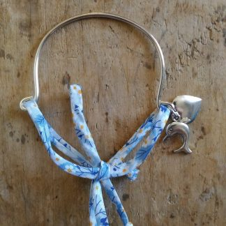 Bracelet métal argent et liberty bleu blanc coeur dauphin