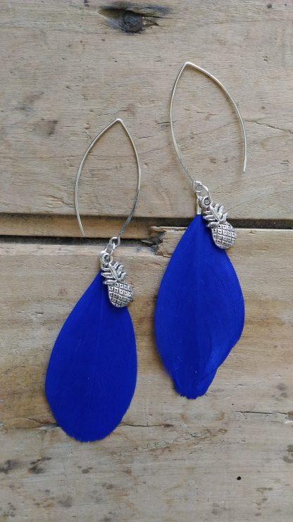 Boucles d'oreille plume bleu nuit ananas