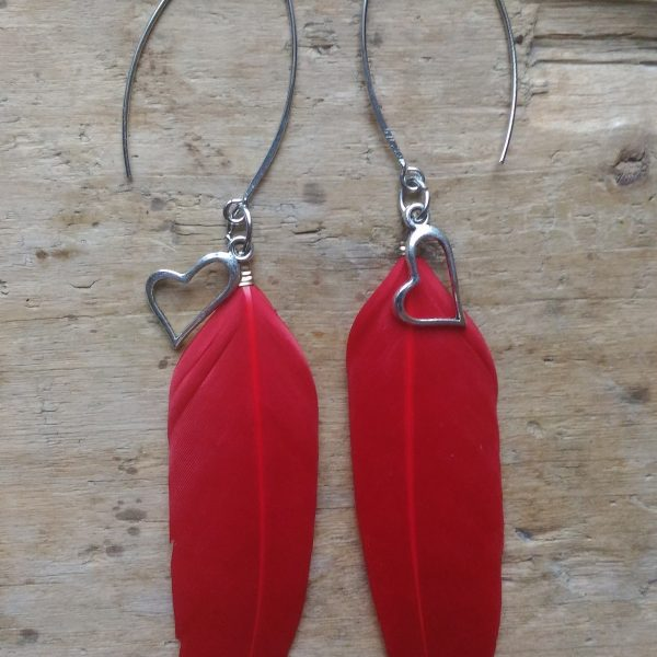 Boucles d'oreilles plume rouge et coeur ajouré