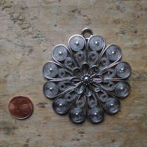 pendentif style bohème azinc fleur 64 mm