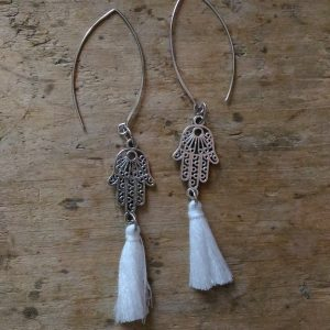 Boucles d'oreilles main Fatma Pompon Blanc
