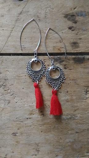 Boucles d'oreilles connecteur ethnique pompon rouge