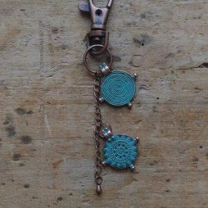 Porte clé cuivre medaille antique bleue
