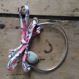 Bracelet mi-métal argent mi-liberty rose blanc bleu et coquillage