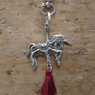 Porte-clés Licorne et pompon bordeaux