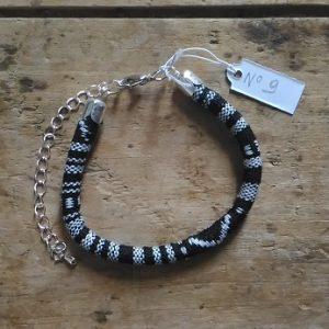 Bracelet cordon ethnique noir et blanc n°9