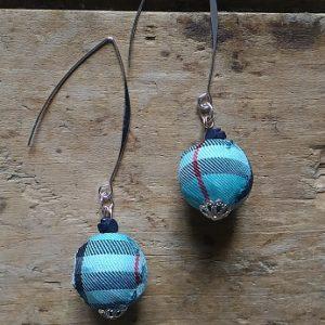 Boucles d'oreilles perles tissus écossais bleu
