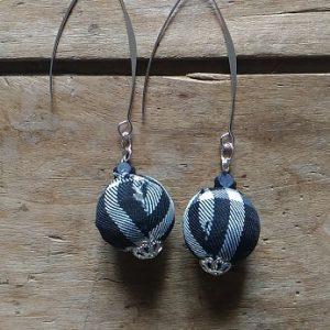 Boucles d'oreilles perles tissus écossais noir