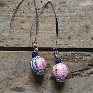 Boucles d'oreilles perles tissus écossais rose