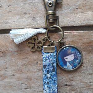 Porte-clés bronze Kokeshi ton bleu 2 cheveux foncés