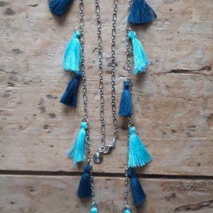 Sautoir 15 pompons bleu canard et bleu clair