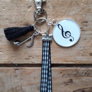 Porte clés Cabochon 25 mm clé de sol Note musique ruban et pompon