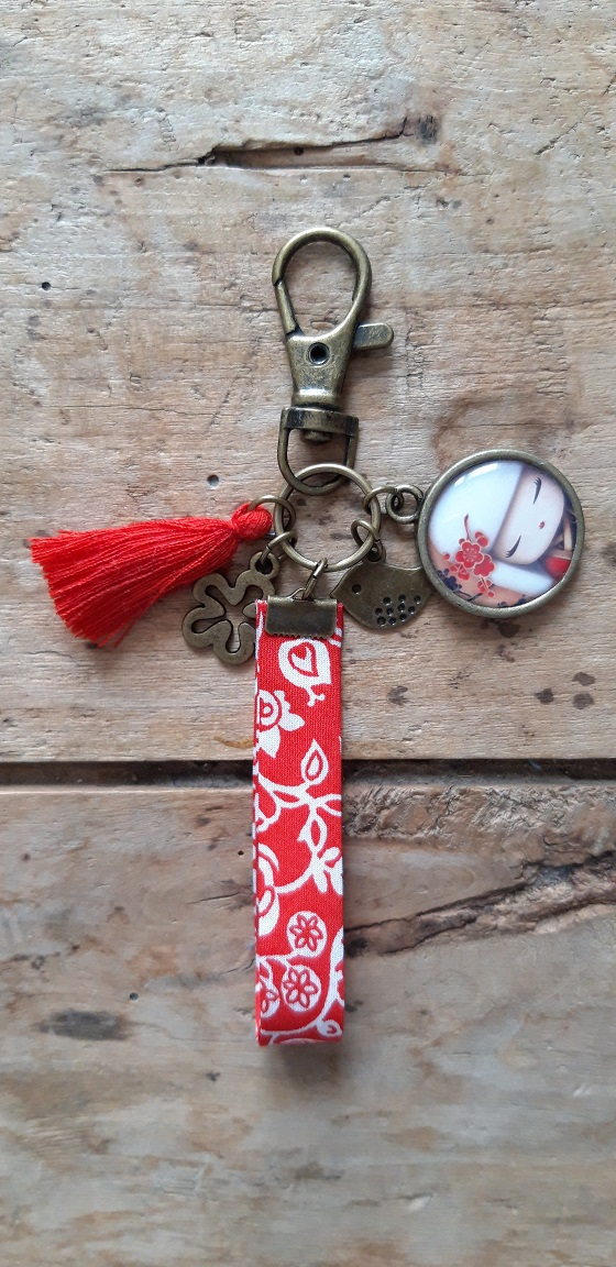 Porte clés bronze Kokeshi Blonde Rouge et blanc
