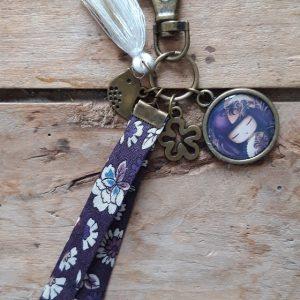 Porte clés bronze Kokeshi Mauve et beige