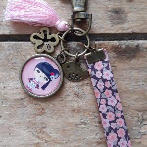 Porte clés bronze Kokeshi Rose et mauve