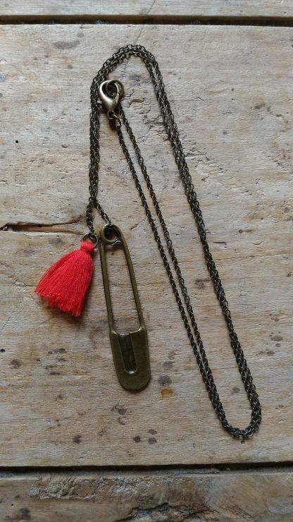 Sautoir Bronze Epingle Pompon Rouge verso