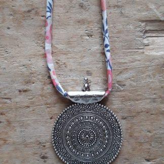 Collier ras du cou Médaillon ethnique argent Liberty Rose Blanc Bleu